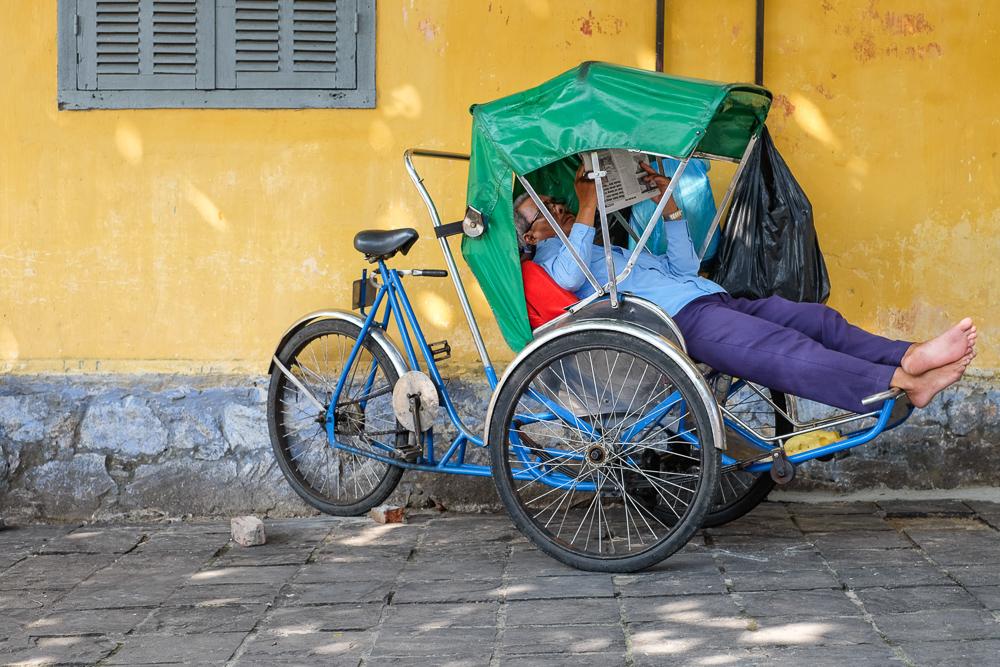 hoi-an-mango-turmeric-smoothie-rickshaw-chilling